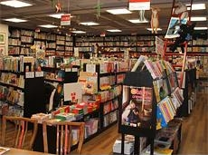 クレヨンハウスに置かれる絵本は厳選された良い作品ばかり。およそ5万冊もの良書が並ぶ。落合さんも立ち上げ当初。選書されていらした