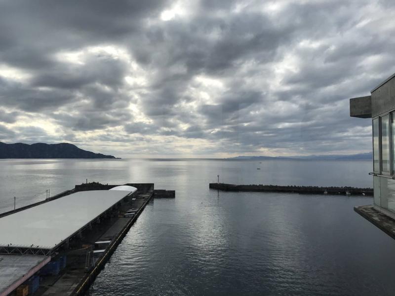 大瀬(おせ)崎を左に見ながらの駿河湾