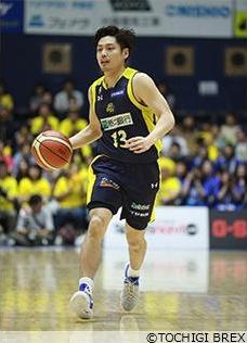 身長180cmの渡邉選手はバスケ選手の中では小柄なほうだが、攻撃型のPG(ポイントガード)として活躍した。