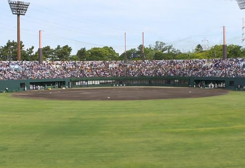 試合前から内野席は超満員!
