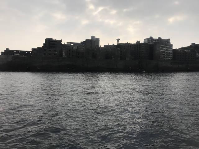 島全体が軍船の形に見える!