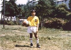小学1年生から町田の強豪チームJFCに入部。球を蹴るのが大好きな少年だった。
