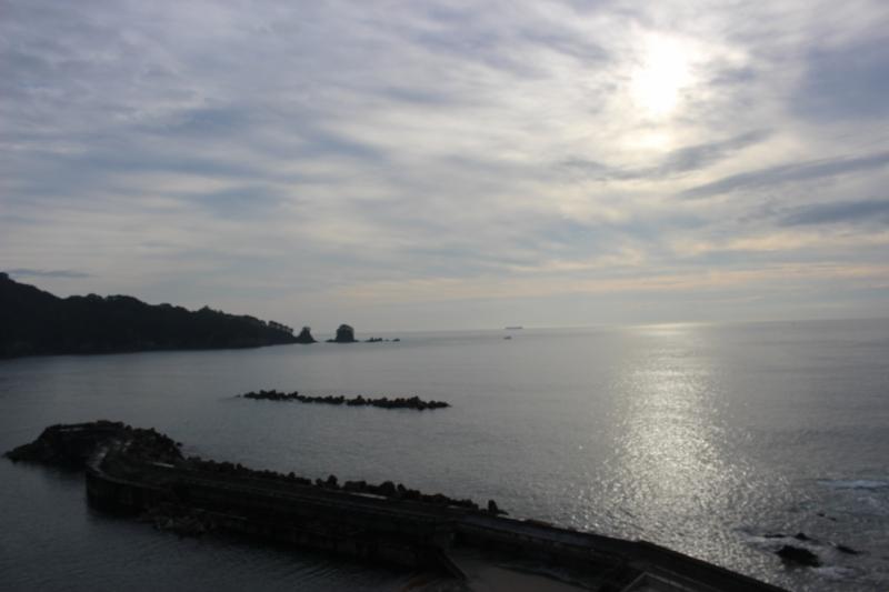 語り部ガイドさんの話を聞きに訪れた羅賀地区。ここにも海を愛する人たちと美しい海が広がっていました。