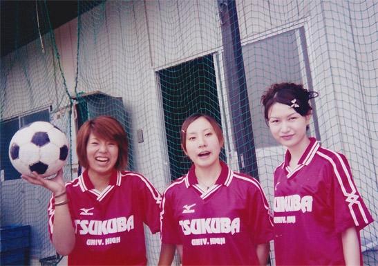 筑波大付属高校ではサッカー部のマネージャーとして活躍した。