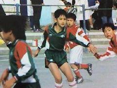 小学校6年間は地域のサッカーチームに所属。コーチによく怒られた少年時代。