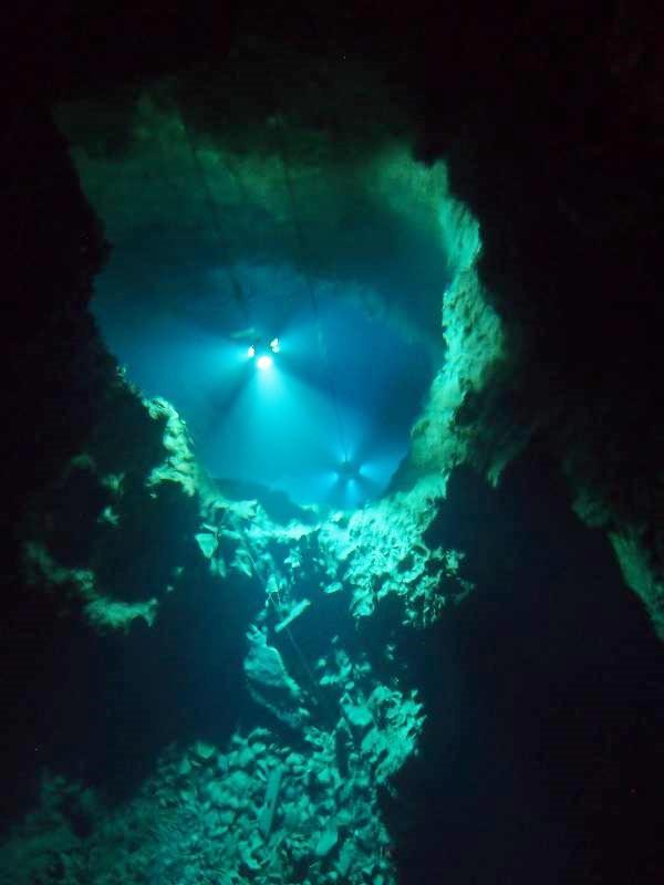 龍泉洞最大の見どころ、第3地底湖