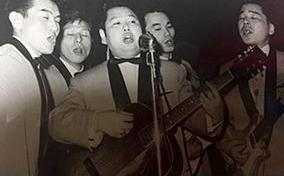 ロカビリーのギターリスト(写真中央)として活躍していた頃。