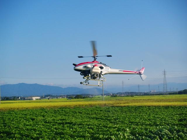 無人ヘリコプターの農薬散布 | 写真素材フォトライブラリー(作者 nobmin氏)
