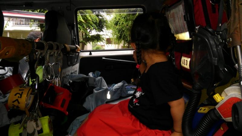 消防士さんのご厚意で消防車にも乗せてもらえました。(後でお兄ちゃんにはしっかり自慢)