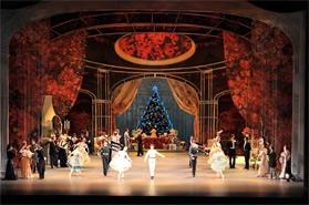 「くるみ割り人形」クリスマスムードたっぷりの公演では、18,22日に金平糖の精を踊る。 撮影: 瀬戸秀美