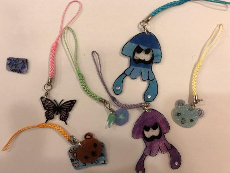 娘作 :紫のイカ、茶クマ、水色クマ、四角いプレート ・ 息子作:水色イカ ・ 母作:蝶、朝顔