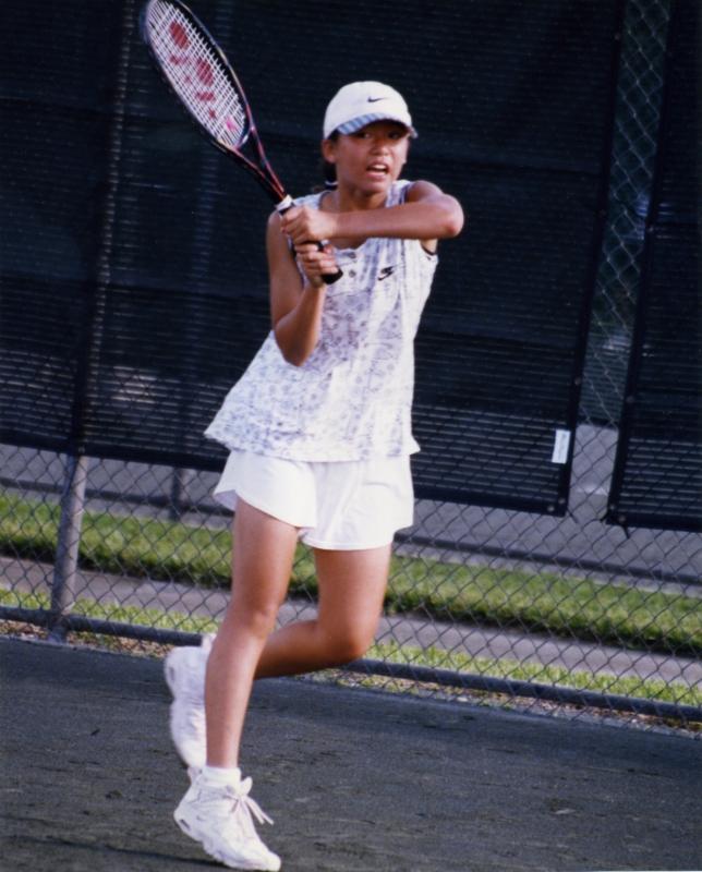 9歳の頃からテニスを始めメキメキ頭角を現した。