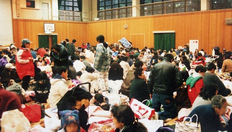 避難所(※阪神・淡路大震災時の写真)