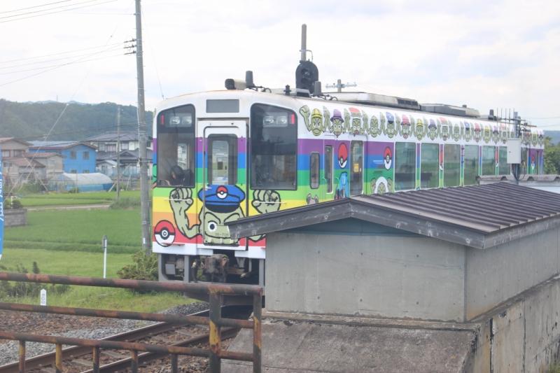 この駅ではポケモン電車に遭遇です!