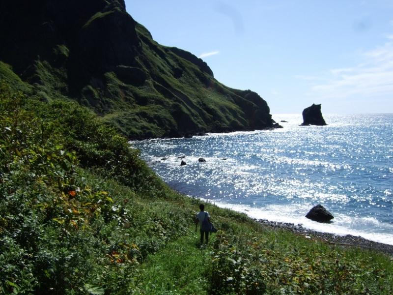 桃岩荘前の海岸