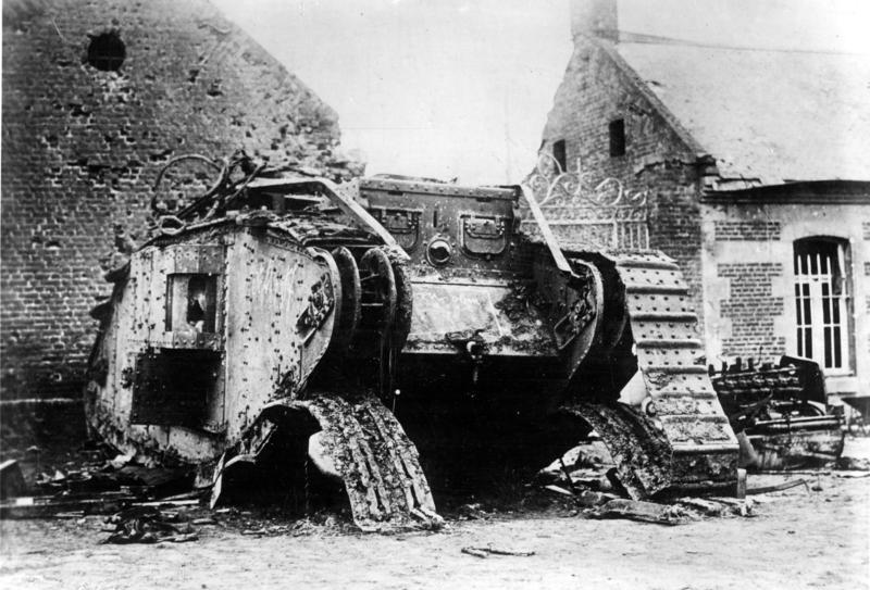 撃破されたイギリス軍の戦車。1917年11月29日