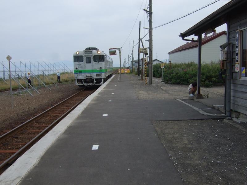 釧網本線・北浜駅。オホーツク海はすぐそこ