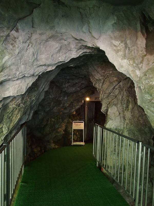 龍泉洞入口