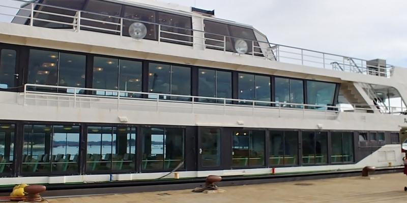 こちらの観光船に乗って松島を周遊します。