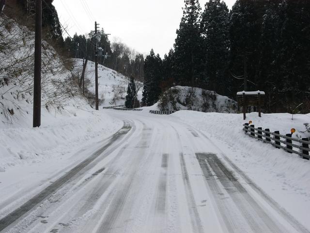 タイヤ 雪 道 ノーマル 路面凍結が起こる気温とノーマルタイヤで走れる限界を知り冬を乗り越えよう!