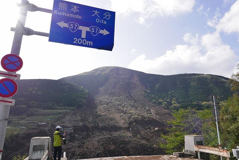平成28年熊本地震の地滑りで崩落した阿蘇大橋