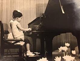 4歳頃ピアノの発表会での一枚。