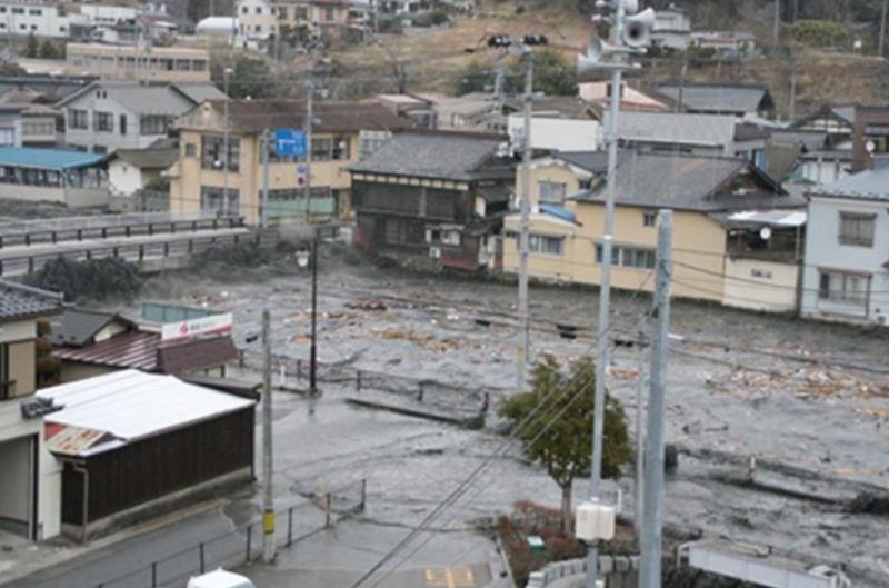 津波が押し寄せてきた八幡川の写真です。出典元:南三陸町WEBサイト