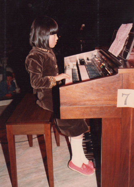エレクトーンは幼稚園年長から、ピアノは小学3年生から。どちらも好きで高校3年生まで続けた。