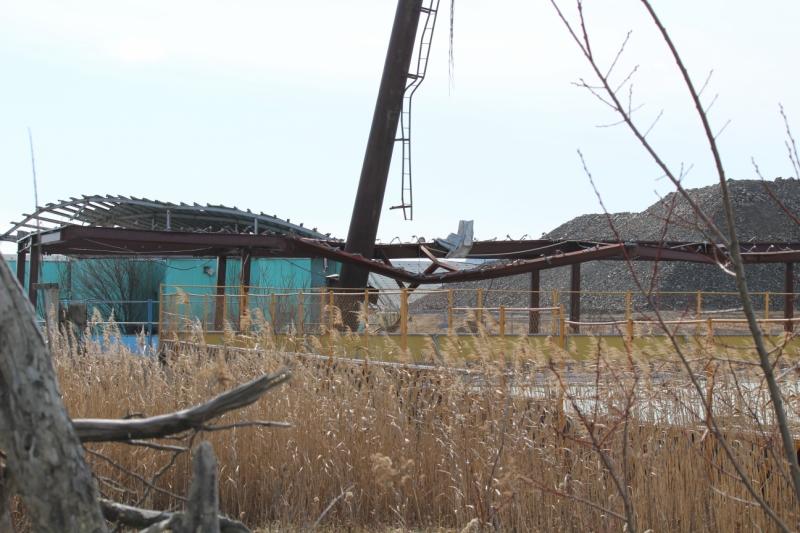 鉄骨が物産館。緑の建物がトイレだったそうです