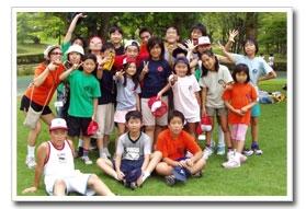各分野のベテラン講師が世界各地から集まり子どもの指導にあたる