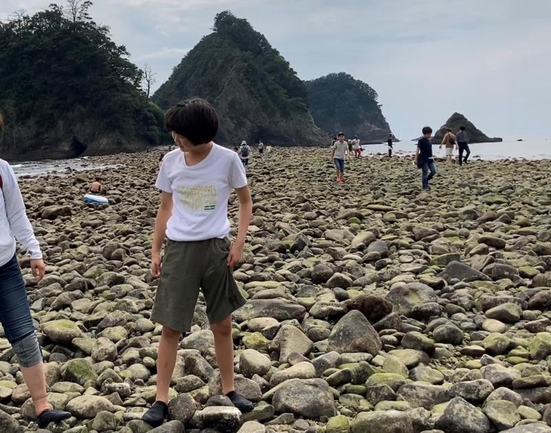 靴下なしで靴を履かないためダメ元で持って行ったアクアシューズをなぜか履き、堂ヶ島のトンボロを歩く