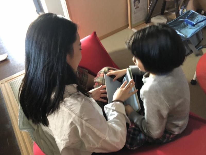 わたしの同級生の娘(妹)を連れ込んで読書