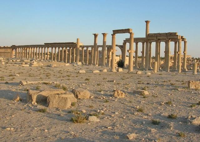 夕日を受ける列柱道路。パルミラ遺跡における一番の見どころです