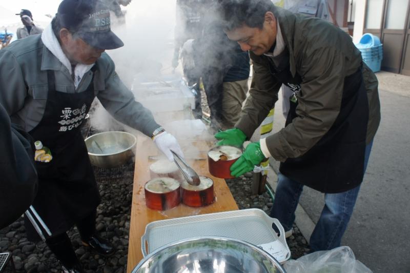 粟島の名物料理「わっぱ煮」作成風景