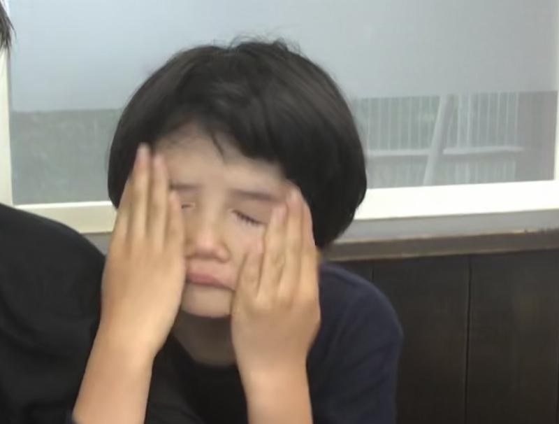 滅多に泣かない娘の貴重な写真。初島へ行く船がすごく揺れて怖かったのを、島に着いてから思い出したのかな。