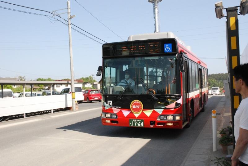 工事現場入り口で待たされましたが、バスの到着はほぼ時刻通り。