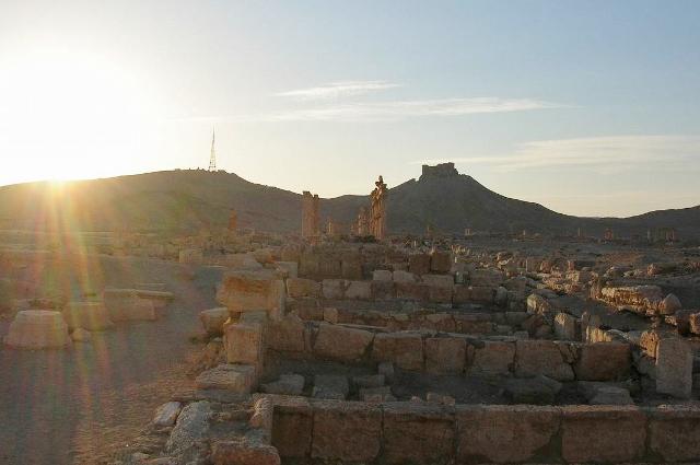 夕日に映える遺跡として有名なパルミラ。2000年に近い、歴史のある貴重な遺跡です