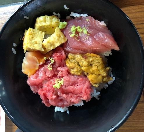 義母のマイ海鮮丼。宮城県産ウニが特においしかったようです。