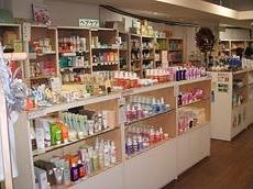 3階は女性の本の専門店『ミズ・クレヨンハウス』。オーガニックな素材のベビーウェアや雑貨、コスメなども多数揃う