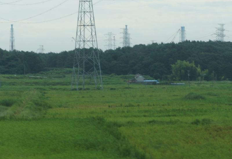 福島第一原子力発電所。国道6号線から撮影。クレーン、鉄塔などが肉眼でも見える。距離にしておよそ2.5㎞。