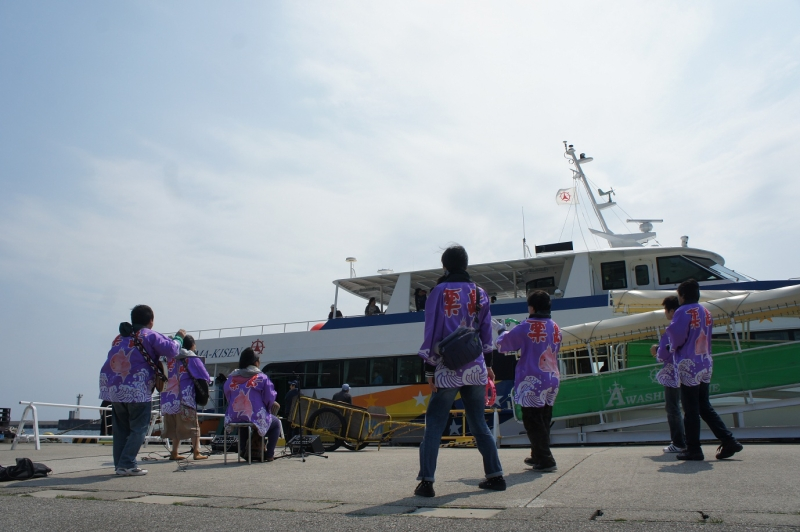 高速船きららと「粟島音楽隊」