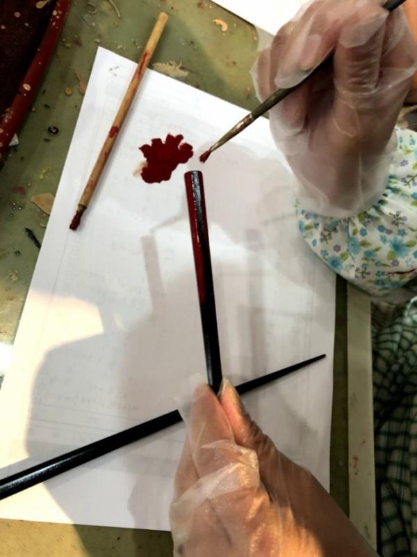 筆がバサバサで思うように塗れずに四苦八苦