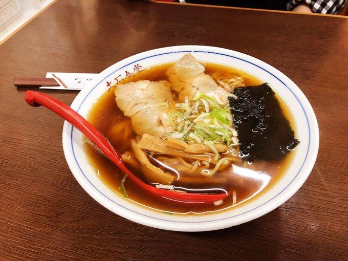 富士市の「大石食堂」さんのラーメン。こちらも昭和の雰囲気たっぷりのお店ですが、厨房には働き盛りっぽい男性もいたので絶滅しないでくれるかも。