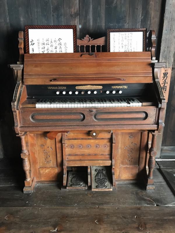 レトロなYAMAHAのピアノ