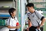 U-13のメンバーと談笑するU-12高﨑監督。「世界で通用するサッカーを仕込んでいる。彼らは10年後のスター選手です」