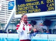 1992年バルセロナオリンピックのソロで銅メダルを獲得。表彰式後の奥野さん