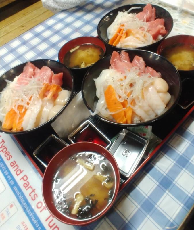 豪華なマイ海鮮丼の出来上がり!