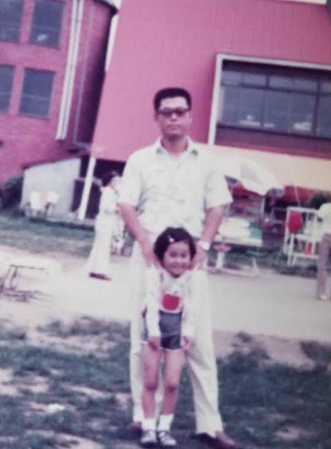 幼少期の元美さんと野球に捧げてきたお父上の渡辺監督。