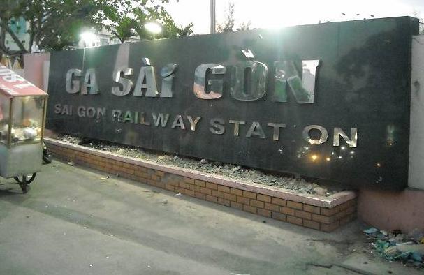 サイゴン駅入口「GA(ガー)」とはベトナム語で「駅」のこと。「STATION」の「I」という文字が剥がれていてもそのままのところはお国柄(笑)