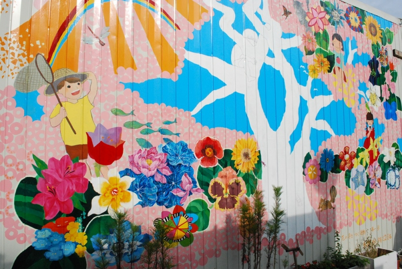 多摩美術大学有志28名による「花の芽をつなぐ運動第一弾」の作品